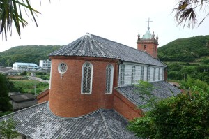 教会の裏側は円形になっています。