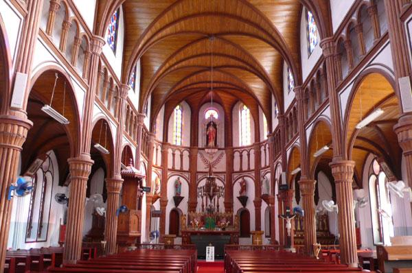 息を呑むほど美しい、教会の内部